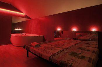 комната эротического массажа